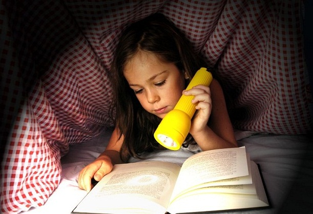 reading-girl-flashlight u