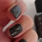 Le Dahlia Pixie Dust de Zoya, pour parer ses ongles d'élégantes paillettes