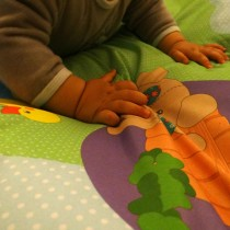 vulli-sophie-la-girafe-touch-and-play-mat-1